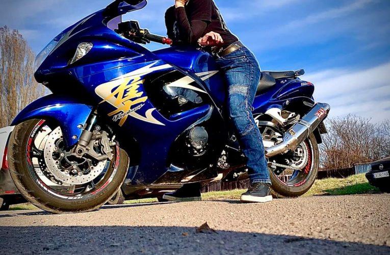 Жените мотористи имат перфектните момчета до себе си!